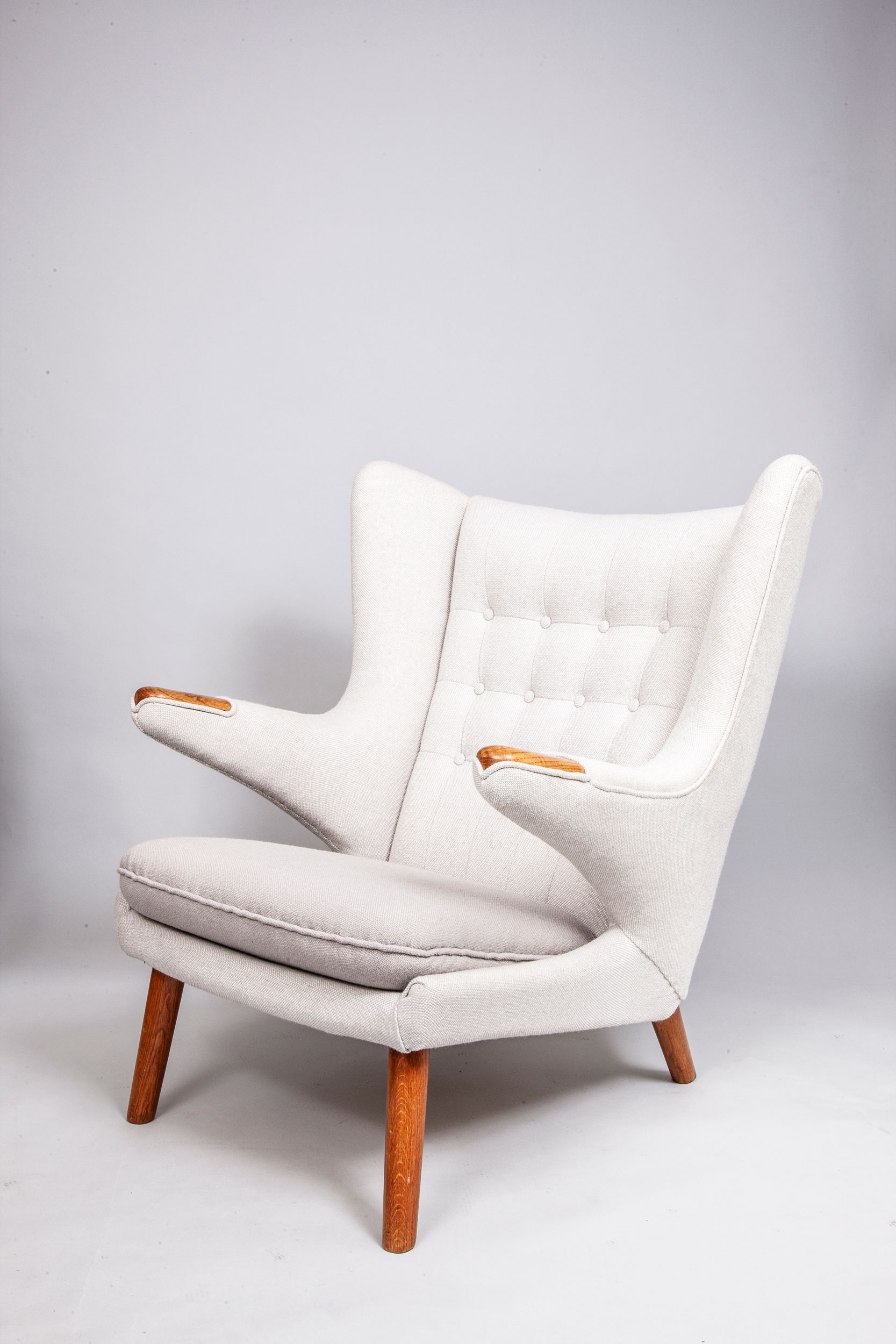 Hans-Wegner-Papa-Bear-chair